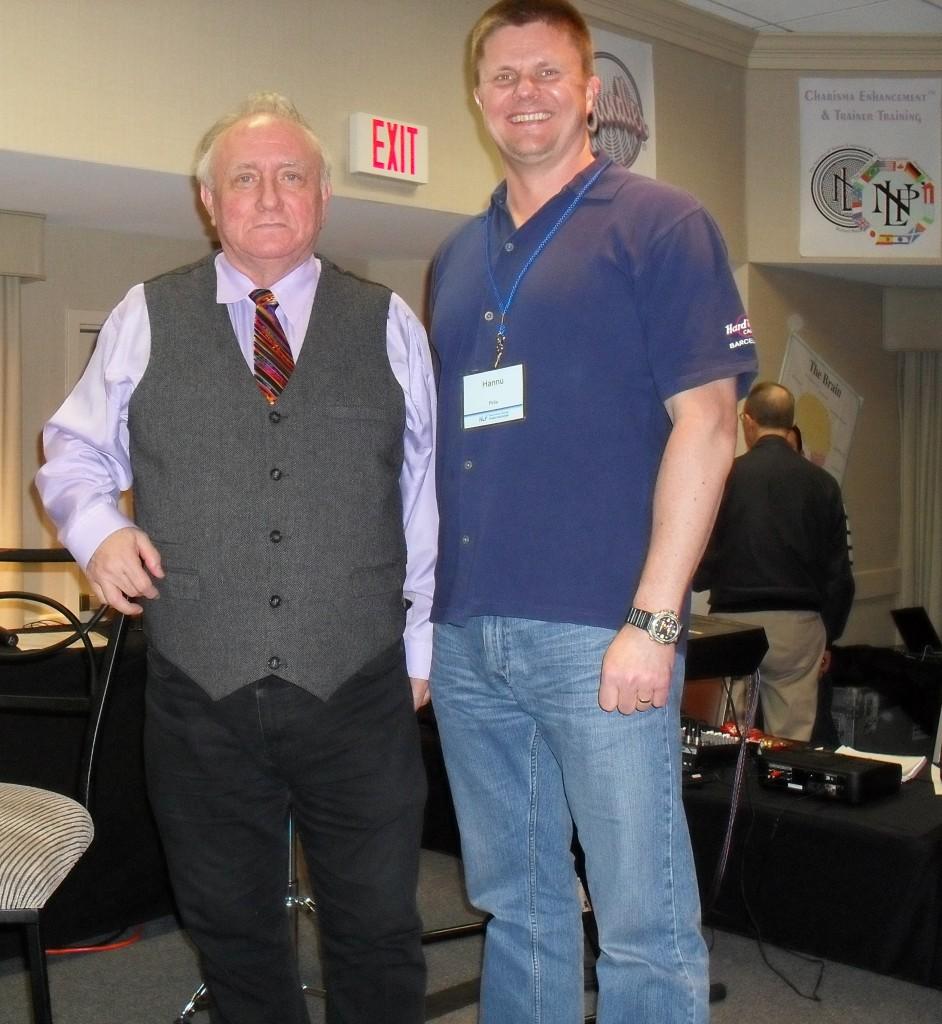NLP:n kehittäjä Dr. Richard Bandler ja Flow Mentaalivalmennuksen valmentaja Hannu Pirilä Orlandossa, Floridassa 2011